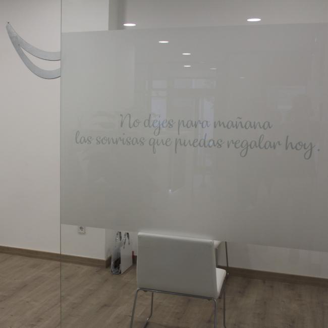 Interior de la clínica - sala de espera