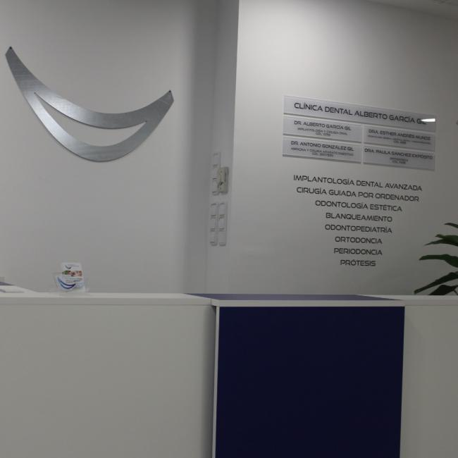 Interior de la clínica - Recepción de cerca